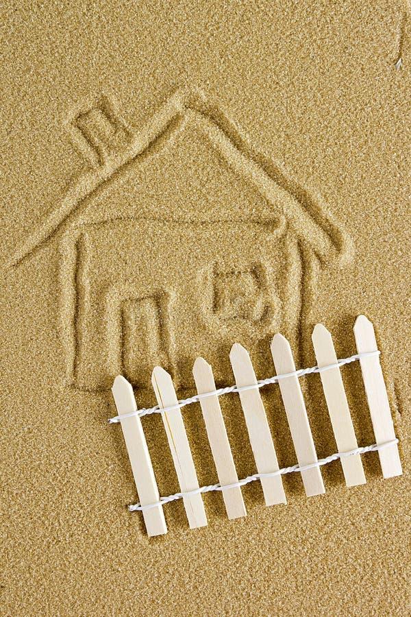Download Disegno Di Una Casa Sulla Sabbia Immagine Stock - Immagine di litoraneo, illustrazione: 55359721