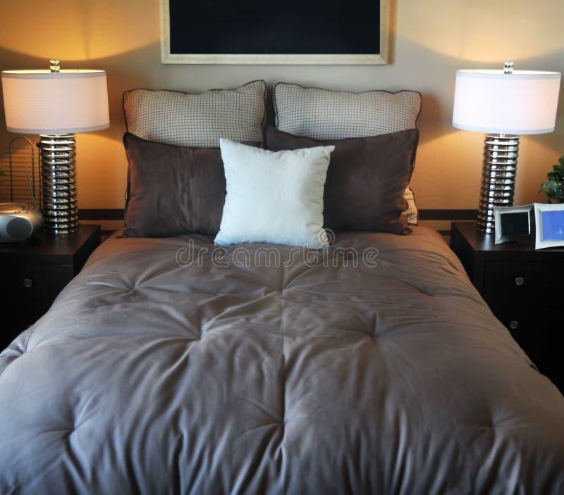 Disegno interno della bella camera da letto fotografia stock libera da diritti