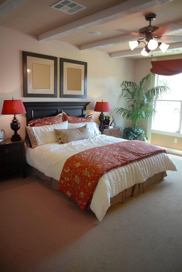 Disegno interno della bella camera da letto fotografie stock libere da diritti