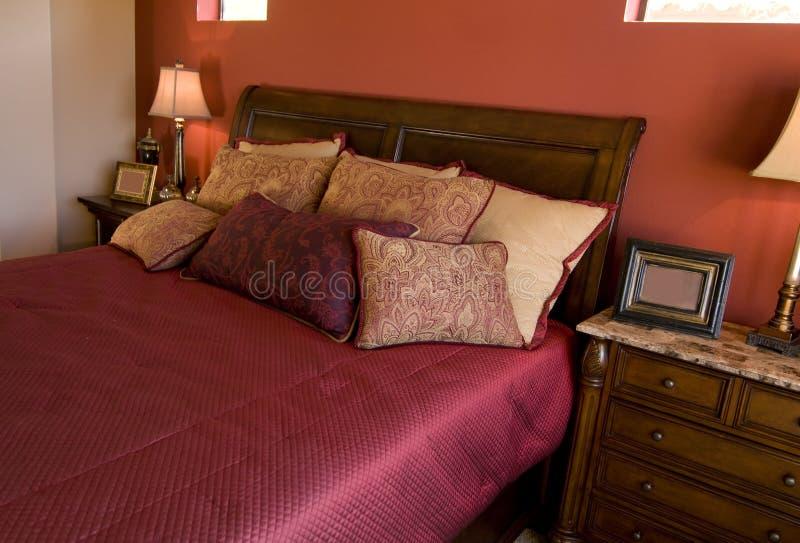 Disegno interno della bella camera da letto fotografia stock