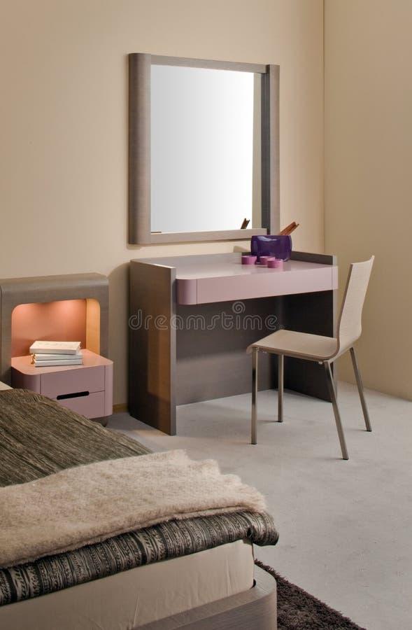 Disegno interno della bella e camera da letto moderna. fotografia stock