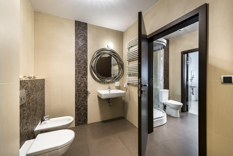 Disegno interno della stanza da bagno moderna fotografie stock libere da diritti