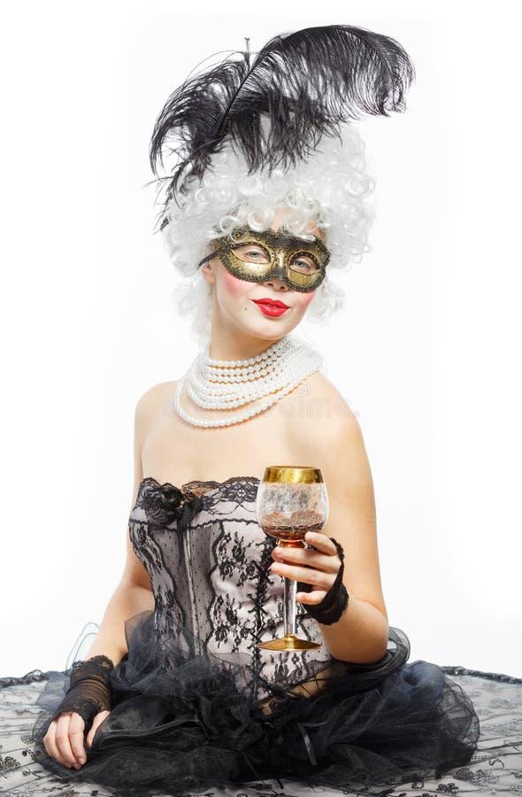 Disfarce em Veneza. Princesa em um vestido preto imagens de stock royalty free