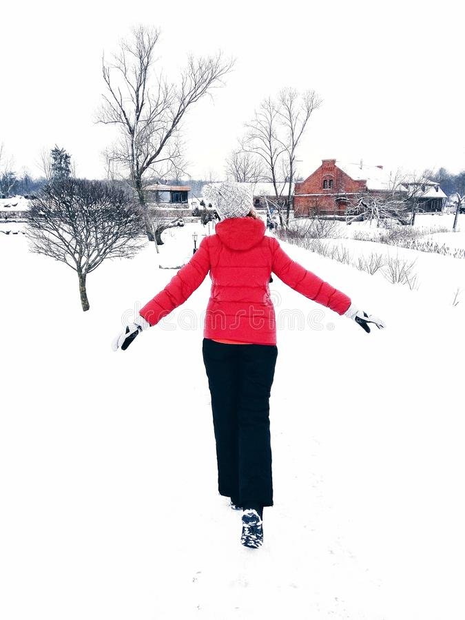 Disfrutar de día de invierno imagenes de archivo