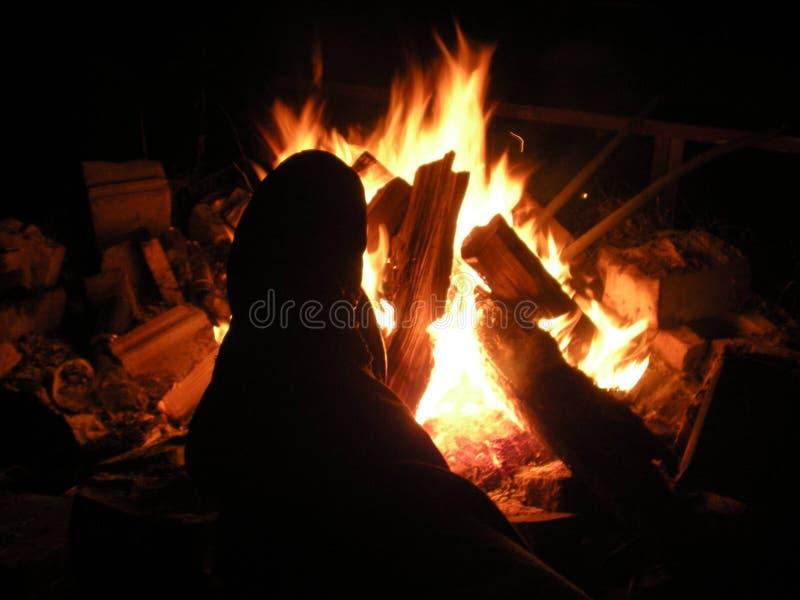 Disfrutar del fuego imagen de archivo libre de regalías