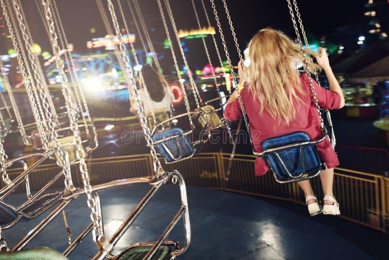 Disfrute de giro del carnaval de la diversión del oscilación fotos de archivo libres de regalías