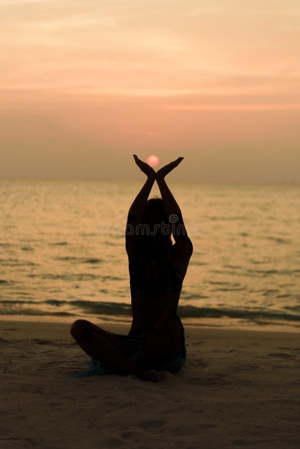 Disfrute de la puesta del sol imágenes de archivo libres de regalías
