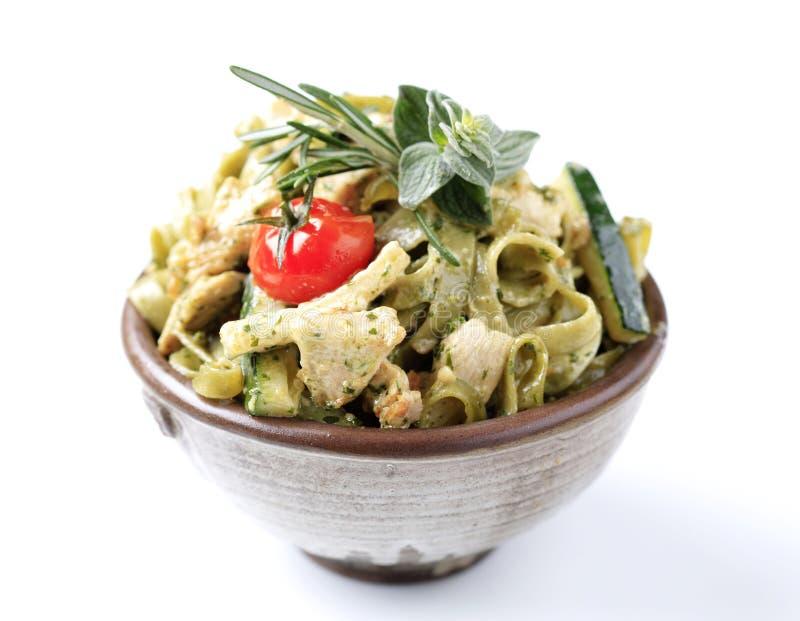 Download Dish макаронные изделия стоковое фото. изображение насчитывающей шпинат - 18385886