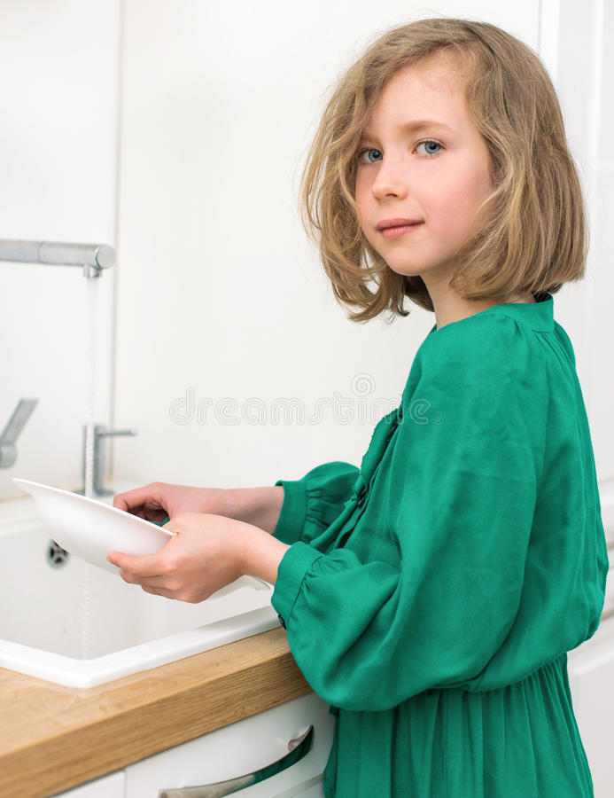 dishes девушка немногая моя стоковые изображения