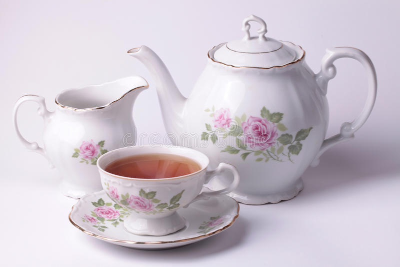 dishware floral del juego de té blanco imagenes de archivo