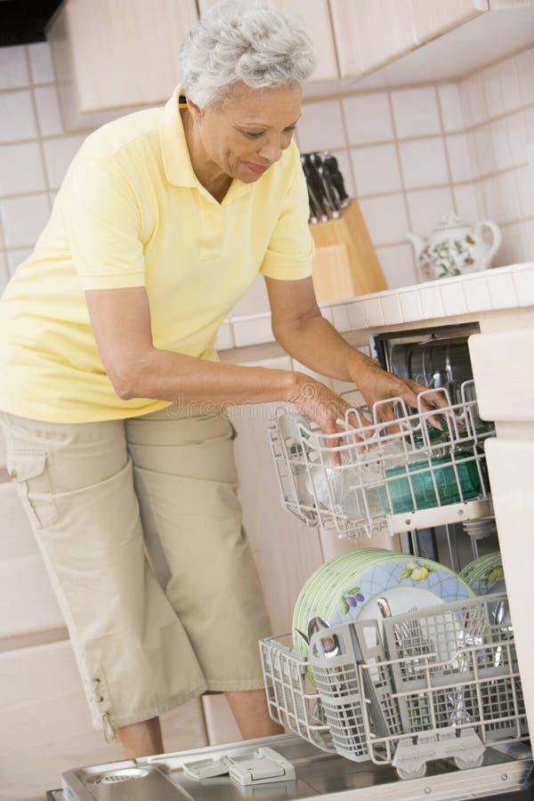 dishwasher loading woman στοκ φωτογραφίες