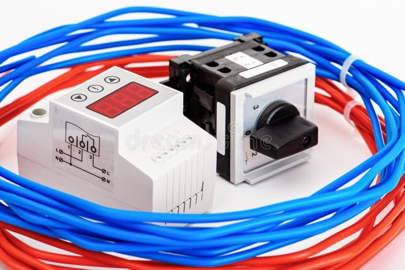 Disjoncteurs automatiques, câble unipolaire de cuivre Accessoires pour l'installation électrique sûre et sûre electrical image libre de droits