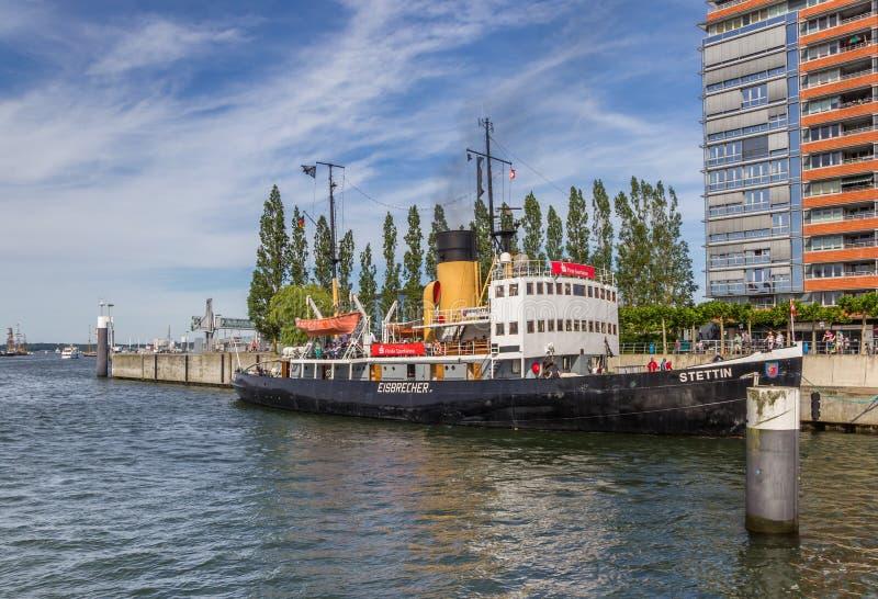 Disjuntor de gelo no porto de Germaniahafen em Kiel imagens de stock royalty free