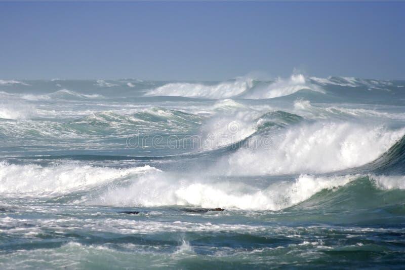 Disjuntores tormentosos do oceano imagens de stock royalty free