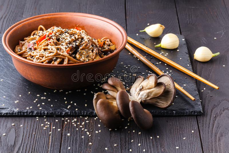 Disk för asiatisk kokkonst fotografering för bildbyråer