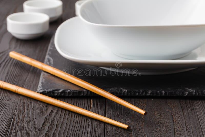 Disk f?r asiatisk kokkonst fotografering för bildbyråer