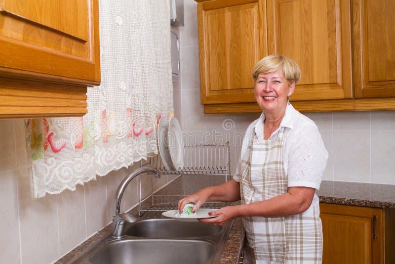 disk som tvättar kvinnan royaltyfria foton