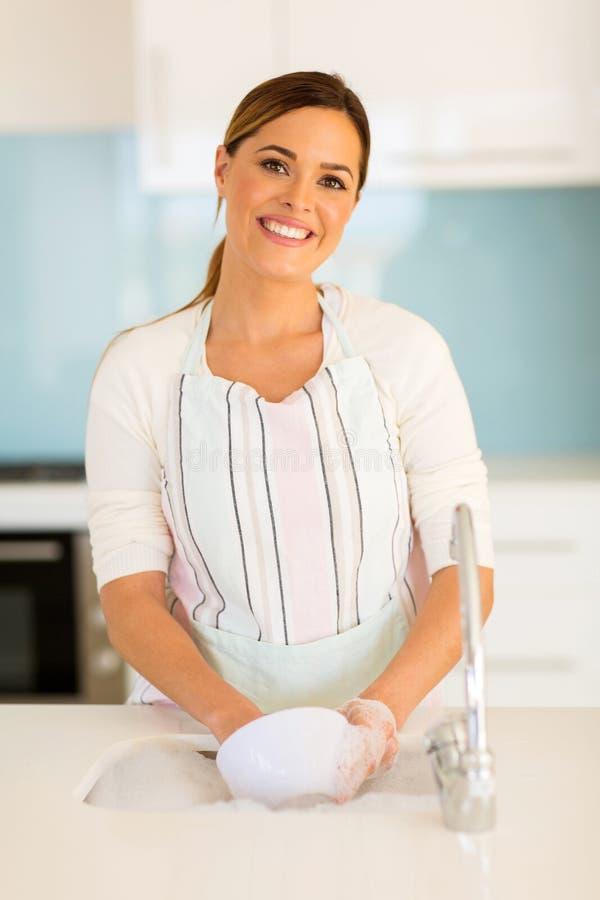 disk som tvättar kvinnan royaltyfri bild
