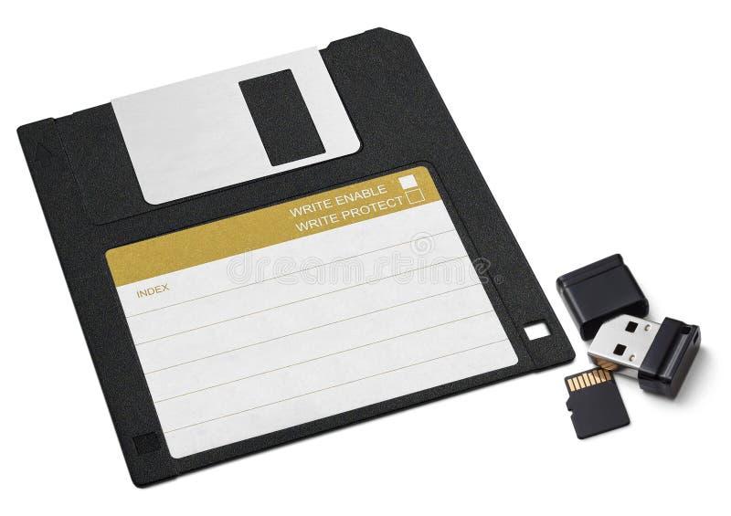 Diskett, litet USB pråligt minne och bildkort På en vit tillbaka arkivbilder