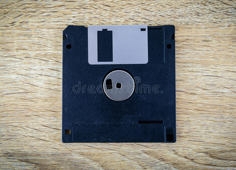 Diskett som är magnetisk på en trätabell royaltyfria foton