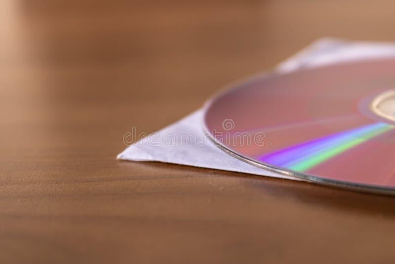Diskette der CD DVD auf der Holztischnahaufnahme lizenzfreie stockbilder