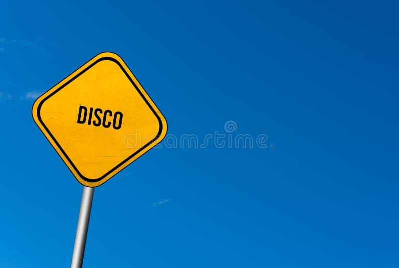 disko - gult tecken med blå himmel arkivfoto