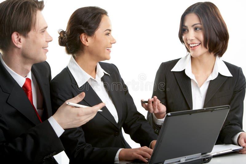 Diskussion über Arbeit lizenzfreie stockfotografie