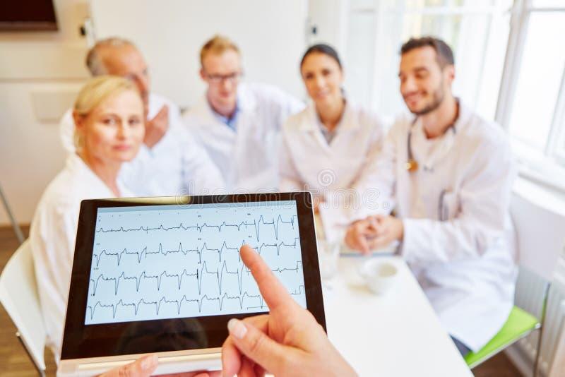 Diskussion för hjärtahastighet med ECG-rön royaltyfria bilder