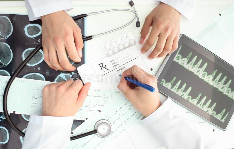 Diskussion mellan doktorer royaltyfria foton