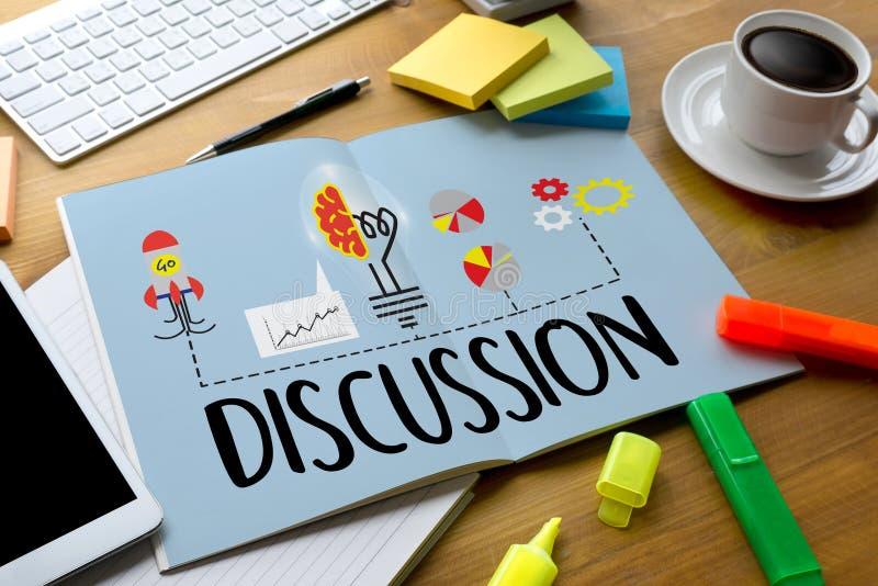 DISKUSSION zum Treffen von den großen Entscheidungen, die s gestikulieren und besprechen lizenzfreie stockfotos