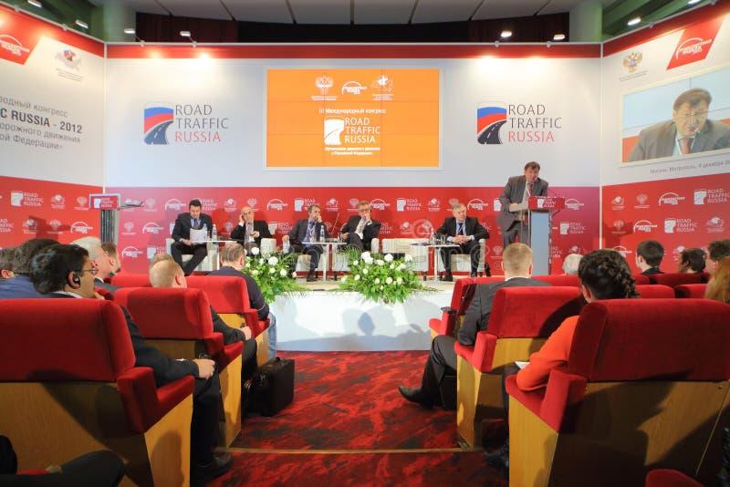 Diskussioner på internationell kongress royaltyfria foton