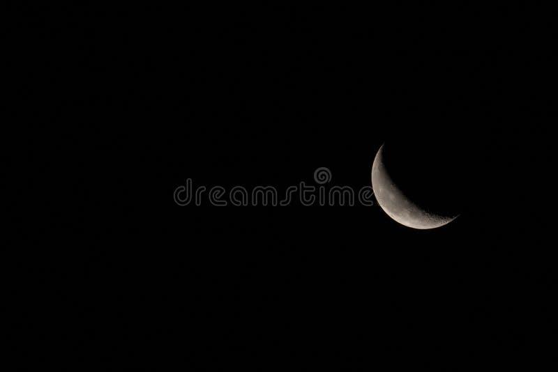 Disminución Crescent Moon con el espacio del texto a la izquierda imágenes de archivo libres de regalías