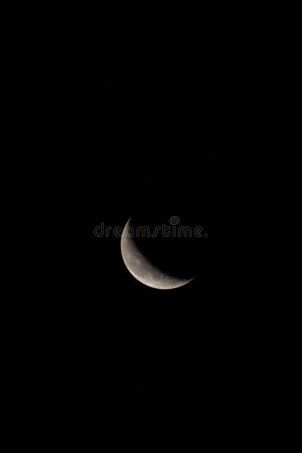 Disminución Crescent Moon Vertical con el espacio del texto o de la copia fotografía de archivo libre de regalías