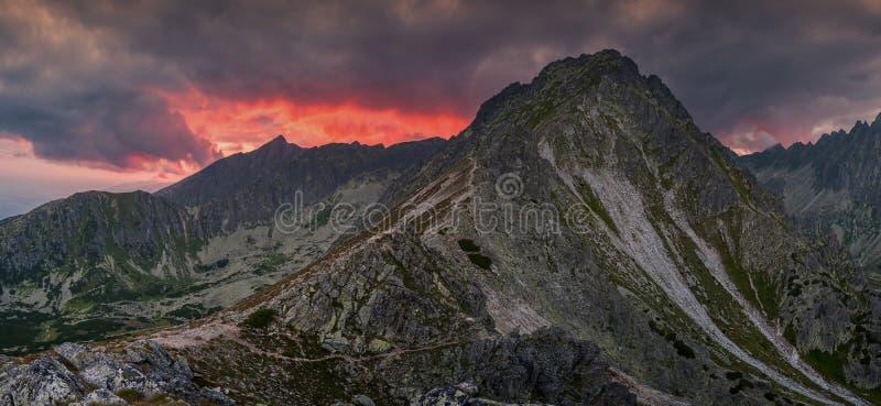 Disminución en alta montaña imagen de archivo libre de regalías