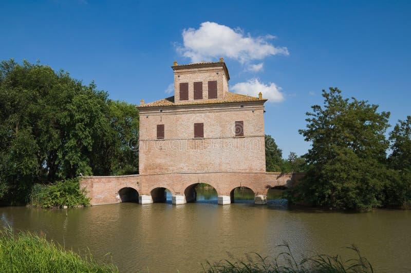 Disminuya la torre. Mesola. Emilia-Romagna. Italia. imagenes de archivo