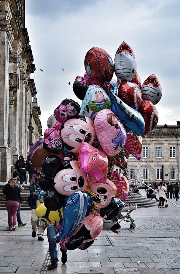 Disney Balloons o vendedor no quadrado de Bolivar, Bogotá fotos de stock royalty free