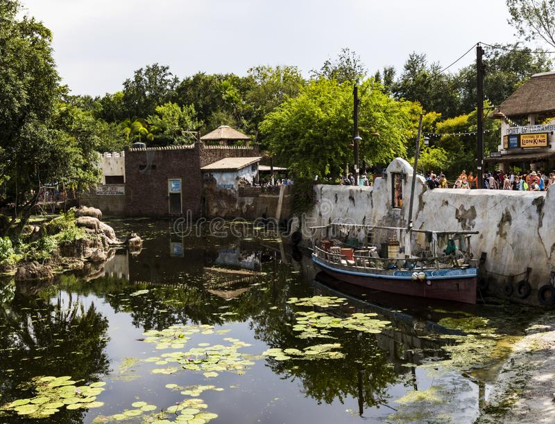 Disney-de boot van wereldorlando florida animal kingdom met selecties op water in Afrika stock foto's