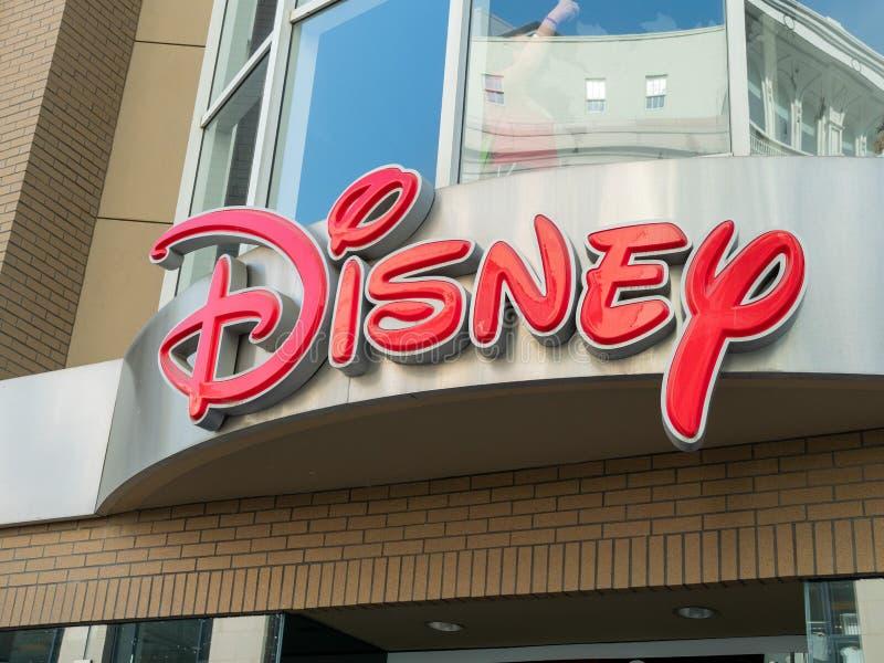 Disney-embleem op ingang van Disney-opslag in San Francisco van de binnenstad royalty-vrije stock afbeelding