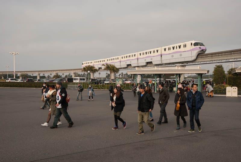 Disney enskenig järnväg på Tokyo Disneyland arkivfoton