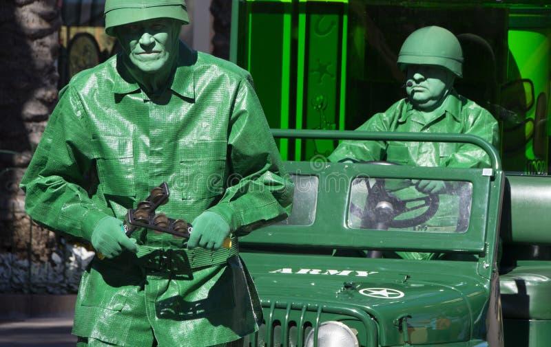 Disney-Grün-Armee-Männer an Abenteuer Disneys Kalifornien lizenzfreie stockfotos