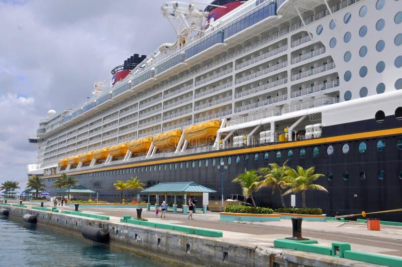 Disney-het schip van de Droomcruise in Nassau, de Bahamas royalty-vrije stock foto