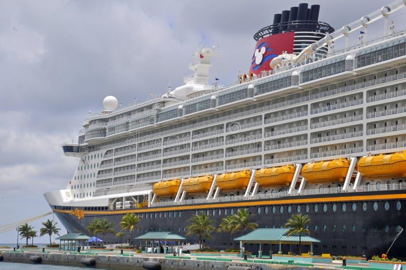 Disney-het schip van de Droomcruise in Nassau, de Bahamas stock afbeeldingen
