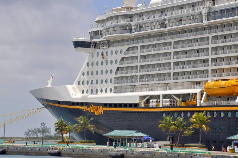 Disney-het schip van de Droomcruise in Nassau, de Bahamas stock foto's