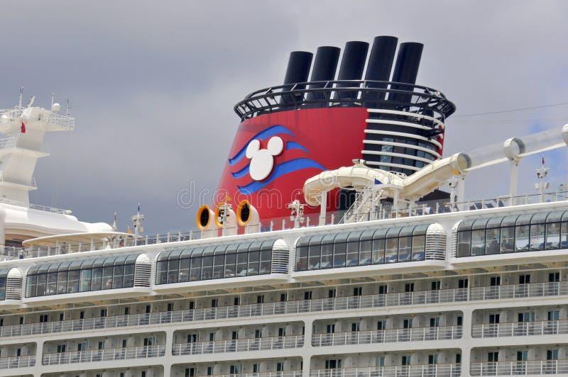 Disney-het schiptrechter van de Droomcruise in Nassau, de Bahamas stock afbeelding