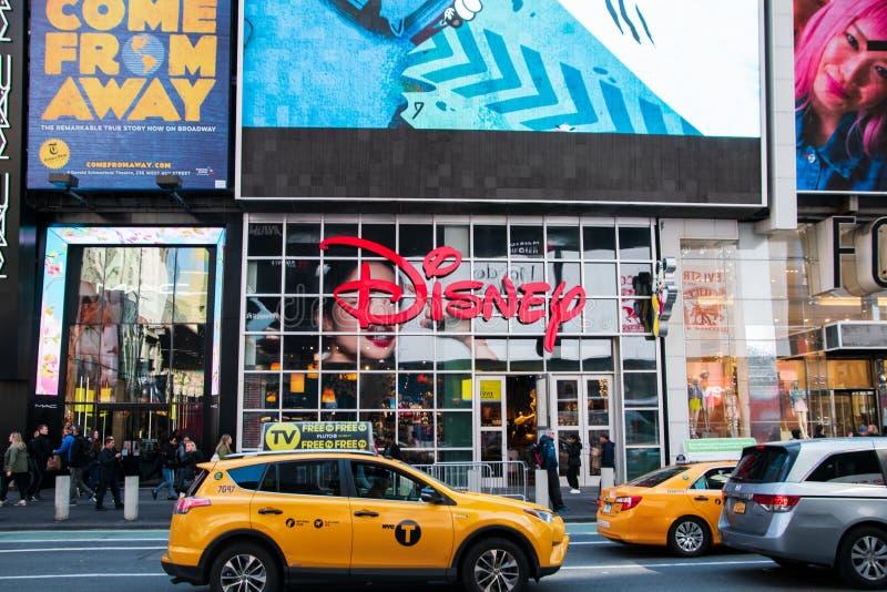 Disney lager som lokaliseras i Manhattan i Times Square i hjärtan om den stora Apple royaltyfri foto