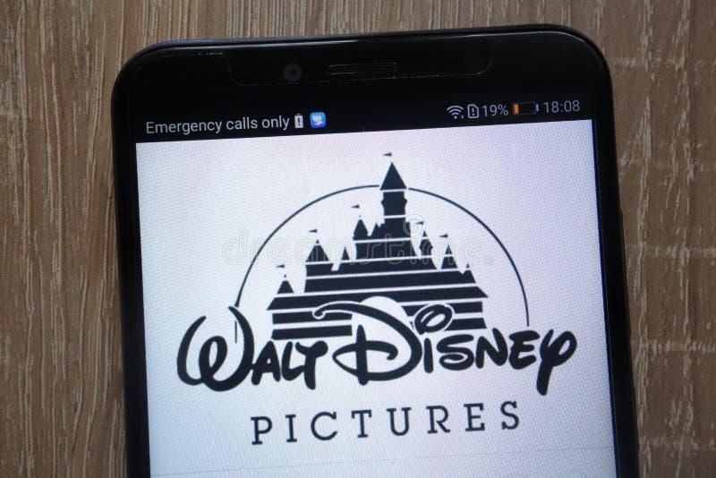 Disney logo wystawiający na nowożytnym smartphone obrazy royalty free