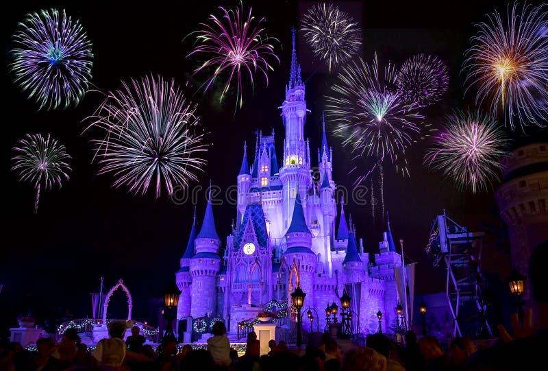Disney-` s Cinderella Castle With Fireworks stockfotografie