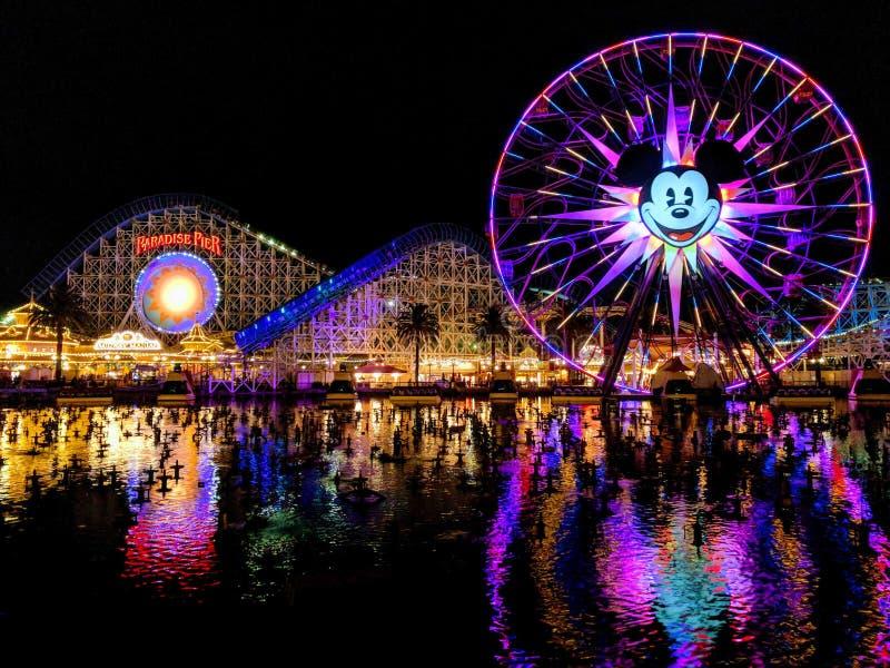 Disney& x27; s Paradijspijler stock foto