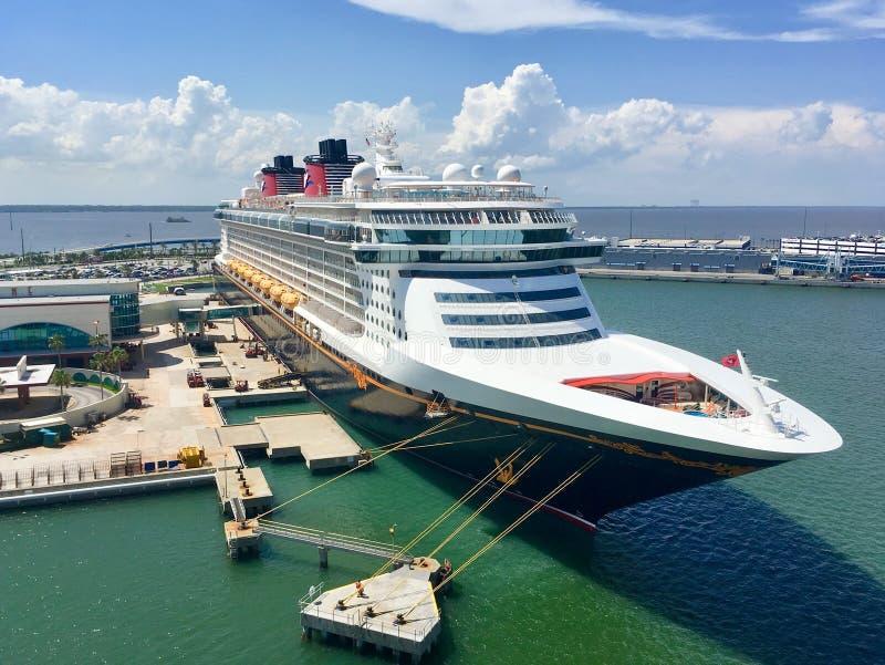 Disney sen statek wycieczkowy w przylądku Canaveral zdjęcie stock