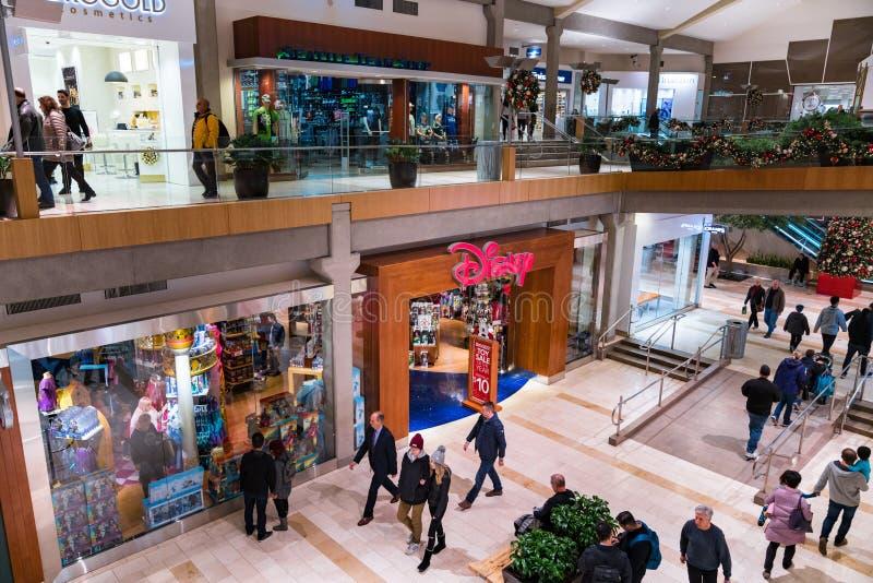 Disney sklep przy centrum handlowym obrazy stock